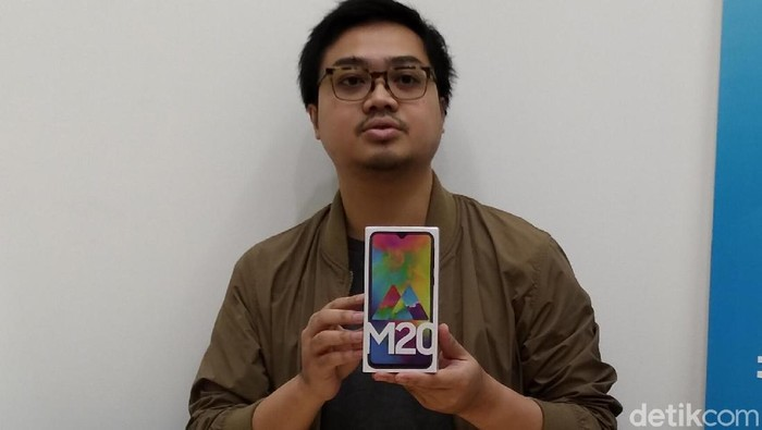 Di Indonesia, Galaxy M20 diperkenalkan tanpa Galaxy M10. (Foto: Muhamad Imron Rosyadi/detikINET)