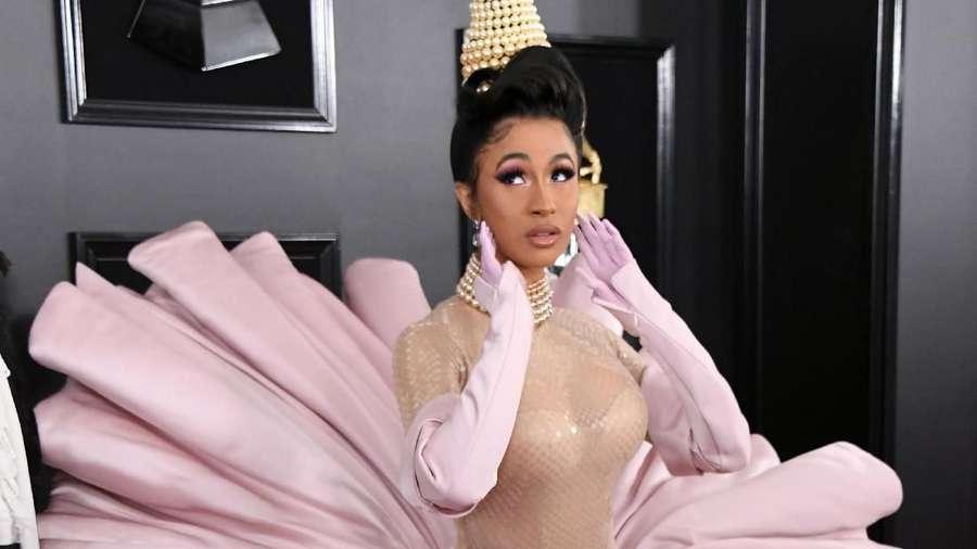 Penampilan Cardi B Jadi Kerang di Grammy 2019