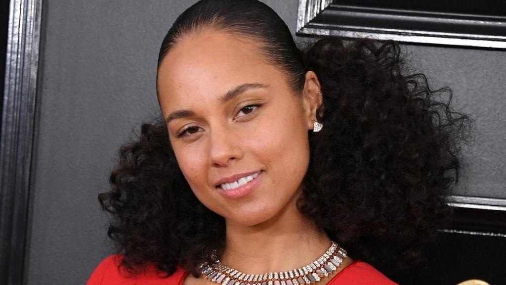 Jarang Dandan, Alicia Keys Akan Rilis Kosmetik yang Fokus Pada Inner Beauty