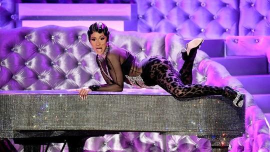 Aksi Twerking Cardi B di Atas Piano