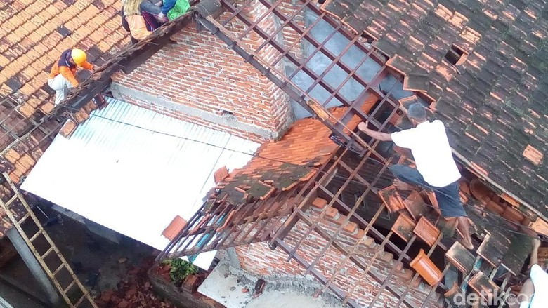 34 Rumah Rusak Diterjang Angin Kencang di Kudus