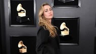 Miley Cyrus Punya Lebih dari 50 Tato, Ada Tato di Dalam Mulut