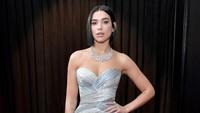 Dua Lipa terlihat sangat cantik dan seksi dengan dress silver.Neilson Barnard/Getty Images for The Recording Academy
