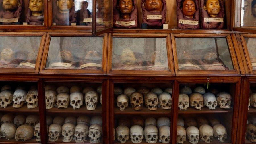 Museum Lombroso di Turin, Italia. Museum ini berisi tengkorak, potongan kepala penjahat dan perkakas kriminal. (Stefano Rellandini/Reuters)