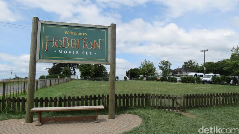 Desa Hobbiton di Selandia Baru begitu fenomenal sampai ditiru di banyak negara termasuk Indonesia. Tapi melihat desanya yang asli, memang juara banget (Fitraya/detikTravel)