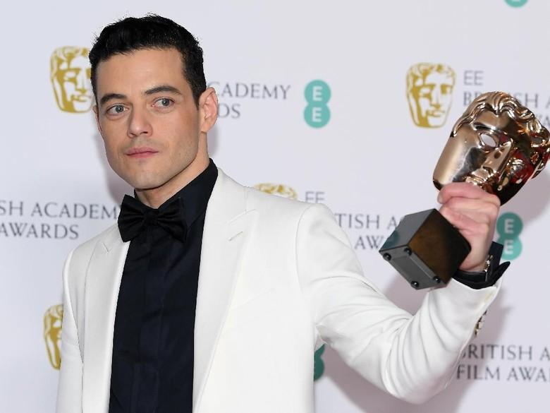 Menang BAFTA, Rami Malek Tak Ucap Terima Kasih pada Bryan Singer