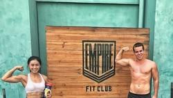 Youtuber Nadira Diva senang sekali membagikan tips-tips olahraga dan juga kesehatan secara luas. Intip momen serunya kala berolahraga dan pamer otot kekar.
