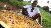 YouTuber Kakek 73 Tahun Ini Bagi-Bagi Makanan Untuk Anak Yatim