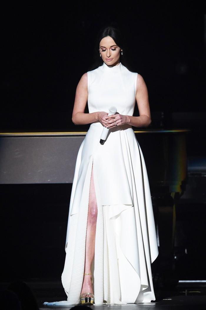 Kacey Musgraves memborong empat piala Grammy pada tahun ini. Penyanyi berusia 29 tahun ini sempat mengidap polycystic ovary syndrome (PCOS) yang sempat memburuk walau ia menjalani diet tertentu. (Foto: Kevin Winter/Getty Images for The Recording Academy)