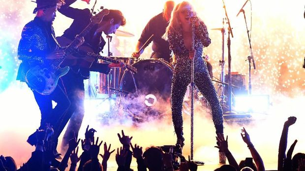 Gagal Sedih, Lady Gaga Bawakan 'Shallow' dengan Hentakan