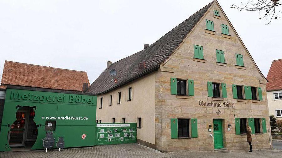 Adalah Boebel Bratwurst Bed and Breakfast, sebuah penginapan unik bertema sosis yang ada di Jerman. Dari luar memang tampak biasa saja (AFP)