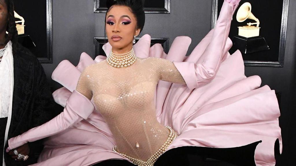 Datang ke Grammy, Cardi B Hias Kuku dengan 200 Kristal Swarovski