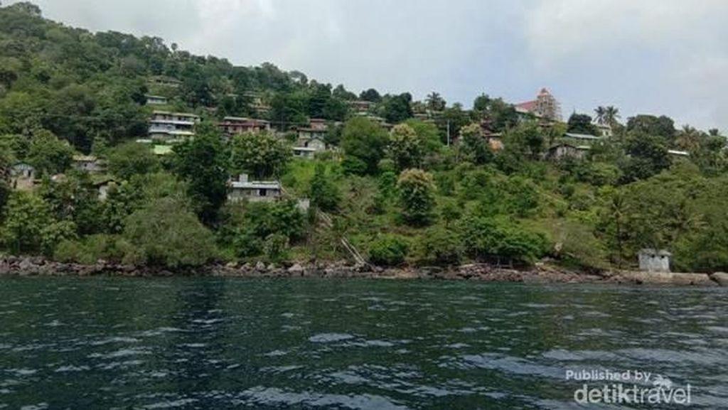 Cerita Kepariwisataan Pinggiran Indonesia, Lewat Jalan Terjal atau Laut