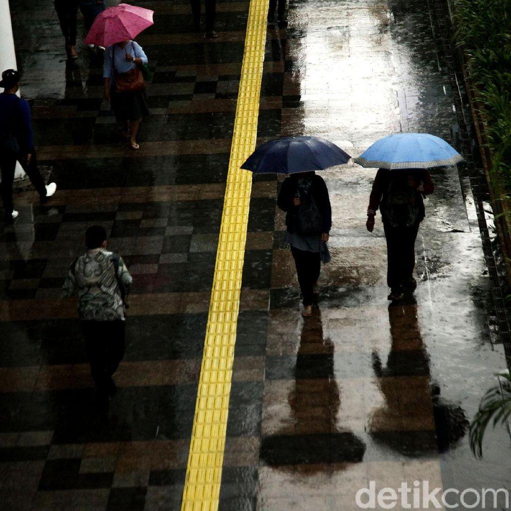 Jaktim-Jaksel Diprediksi Hujan Disertai Angin Kencang Hari Ini