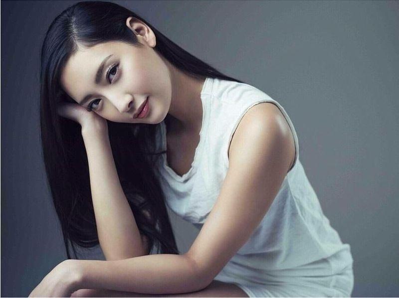 Nanao adalah aktris dan model dari Jepang. Selain paras cantiknya, Nanao juga populer karena kakinya yang jenjang dan disebut paling indah (nanao_official/Instagram)