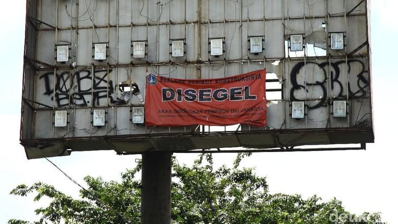 PAN: Pemprov DKI Harus Tertibkan Reklame Rongsok