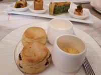 Nikmati Afternoon Tea dengan Kue Ikonik dari 10 Negara di Lounge Ini