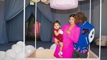 Ultah ke-1, Kylie Jenner Beri Hadiah Kalung Berlian Untuk Putrinya