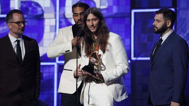 Childish Gambino mendapat Piala Grammy paling banyak, meski ia tak hadir.