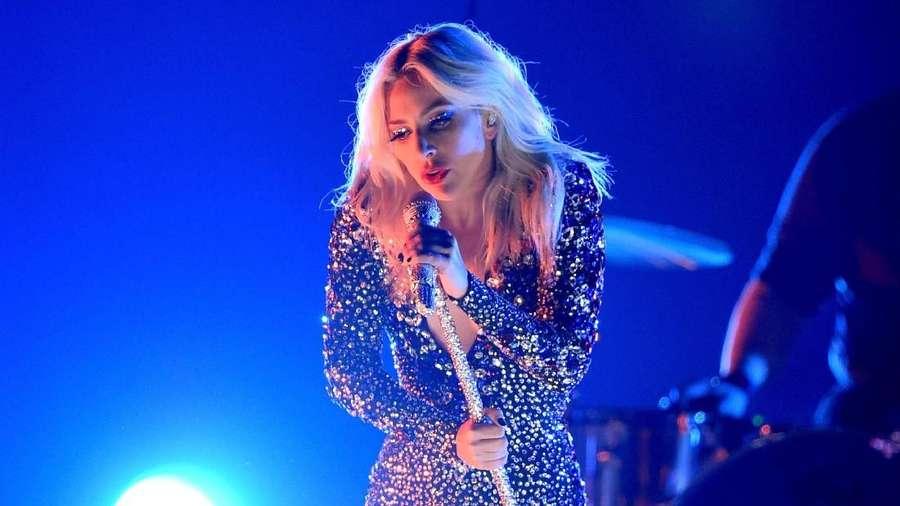 Lady Gaga Tampilkan Shallow Jadi Enerjik di Grammy 2019