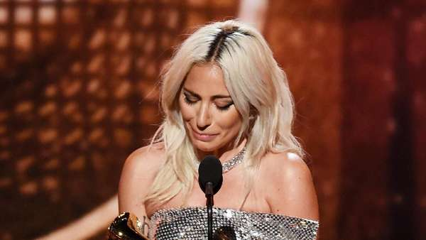 Kemeriahan Grammy Awards hingga Penampilan Serba Hitam Angel Pieters