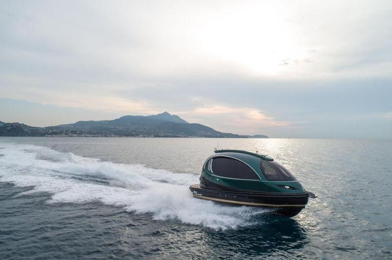 Mari lihat lebih dekat kapal laut dengan bentuk anti mainstream ini. Kapal buatan Italia ini desainnya terinspirasi dari kapsul pesawat alien. (dok. Jet Capsule)
