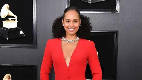 Pesona Para Selebriti Cantik di Grammy Awards 2019