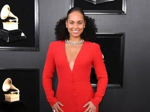 Alicia Keys Frustasi Setelah Putranya Malu Pakai Kuteks Pelangi