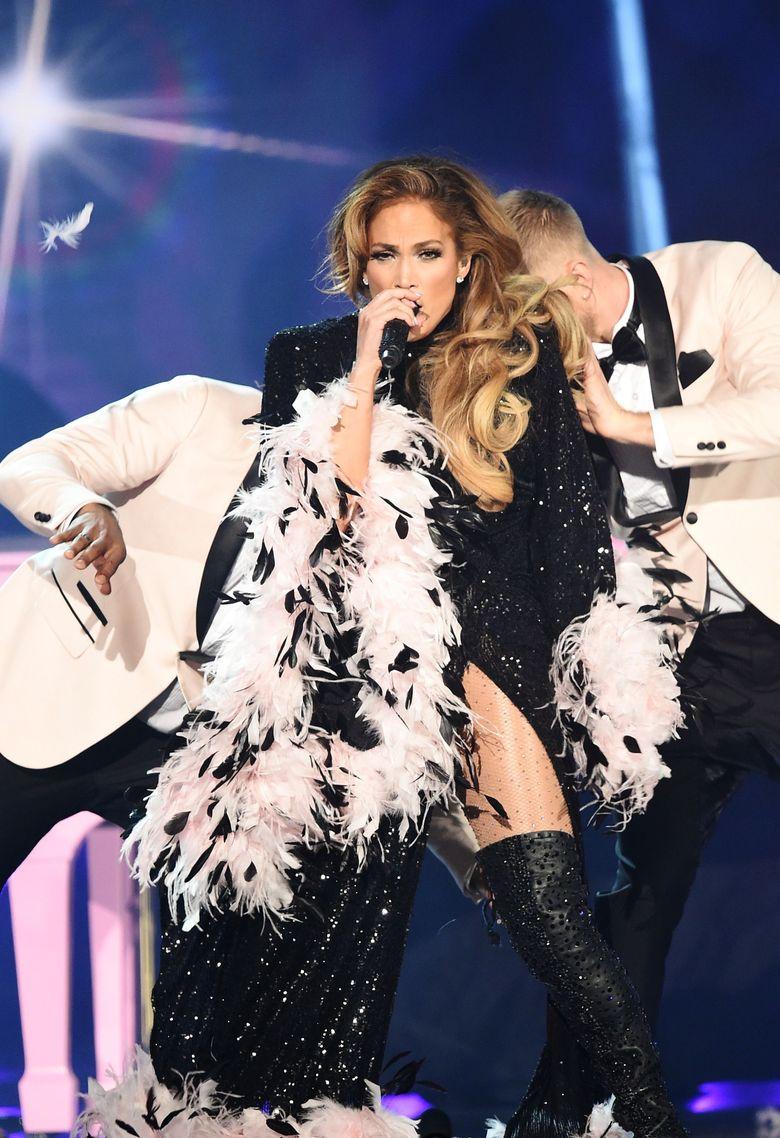 Jennifer Lopez saat tampil di Grammy Awards 2019 di California, AS pada Minggu (10/2).Kevin Winter/Getty Images for The Recording Academy