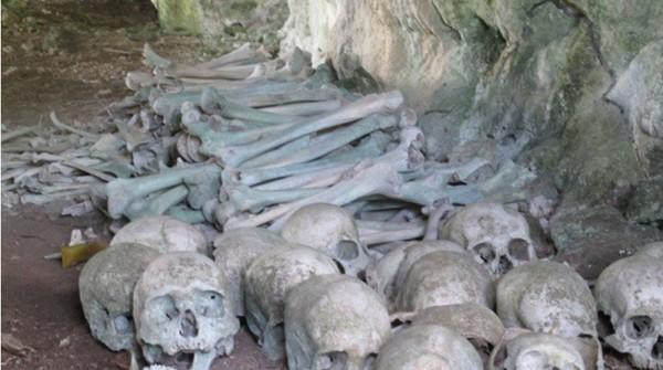 Kepulauan Talaud, Sulawesi Utara punya gua dengan puluhan tengkorak yang rapi. Kepala dibariskan dengan kepala, dan tulang lainnya di sekelilingnya. (Shafa/detikTravel)
