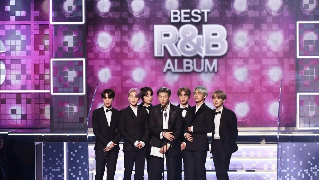 BTS Bikin Gebrakan di Grammy Awards, Pakai Jas Karya Desainer Lokal