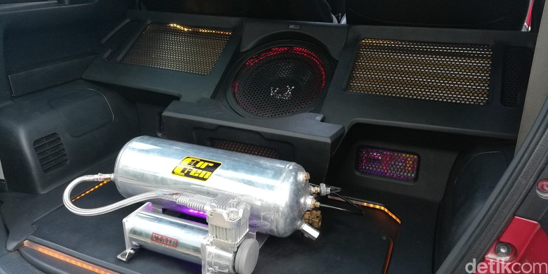 Modifikasi Audio Mobil. Foto: Rizki Pratama
