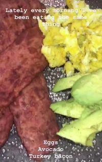 Setiap Pagi, Kylie Jenner Sarapan dengan Tiga Makanan Ini