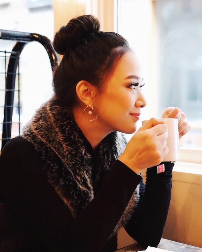 Aktif sejak tahun 2005 sebagai presenter, Yuanita sebentar lagi akan melepas masa lajangnya. Tak hanya membagikan momen spesialnya, ia juga sering mengabadikan dirinya saat kulineran. Foto: Instagram @yuanitachrist