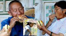 Tinggal Jauh dari Kota, Kakek dan Nenek Ini Baru Pertama Kali Cicip Burger