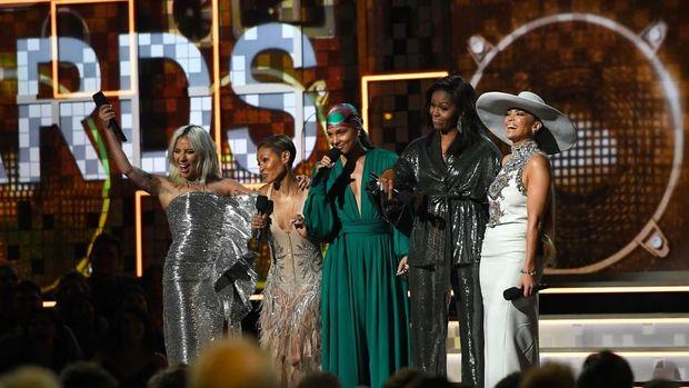 St. Vincent Gelorakan Semangat Perempuan di Industri Musik