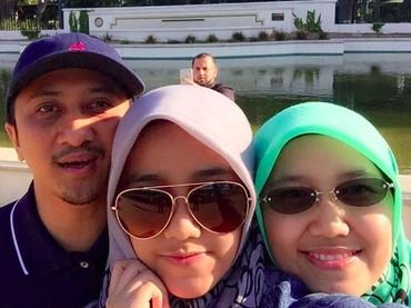 Throwback saat Yusuf Mansur dan istri mengunjungi si sulung, Wirda ketika masih bersekolah di Amerika Serikat.