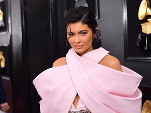 Kylie Jenner Dinyinyirin, Disebut Jadi Miliuner karena Video Seks Kakaknya