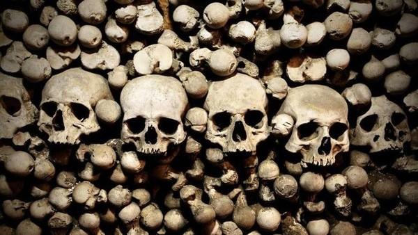 Gereja Santa Maria di Wamba, Spanyol memiliki ruangan kecil berisi 3.000 tengkorak dan tulang manusia. Gereja ini jadi cagar budaya dan punya ruangan bernama Wamba Ossuary, yang artinya kuburan. (Thinkstock)