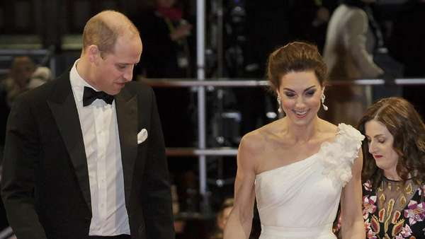 Pakai Gaun Panjang, Kate Middleton Diawasi Pangeran William