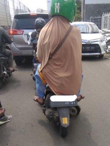 Begini Pesan Driver Ojol untuk Pelanggan yang Pakai Hijab Syar'i