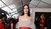 Kacey Musgraves terlihat seksi dan menawan dengan dress semi transparan.Rich Fury/Getty Images for The Recording Academy