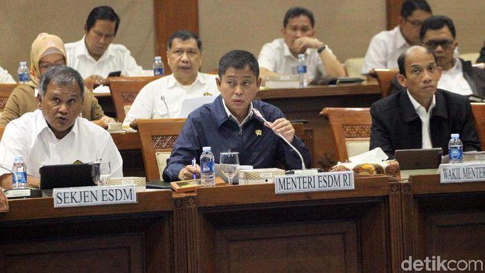 Menteri ESDM Ignasius Jonan (Tengah) (Foto: Lamhot Aritonang)