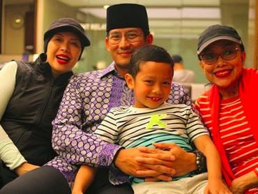 Throwback saat ikut mengantar cucu paling kecilnya, Sulaiman khitanan. (Foto: Instagram @sandiuno)