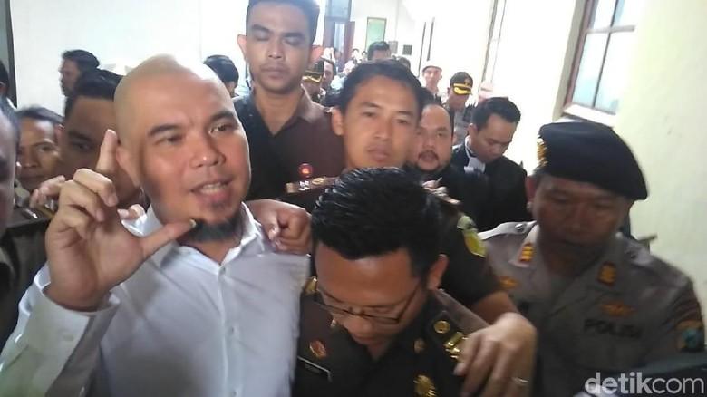 Pengacara Dhani Perang Mulut dengan Jaksa Usai Sidang