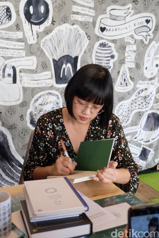 Garap Buku Baru 7 Bulan, Lala Bohang Akui Kini Lebih Sulit Menulis