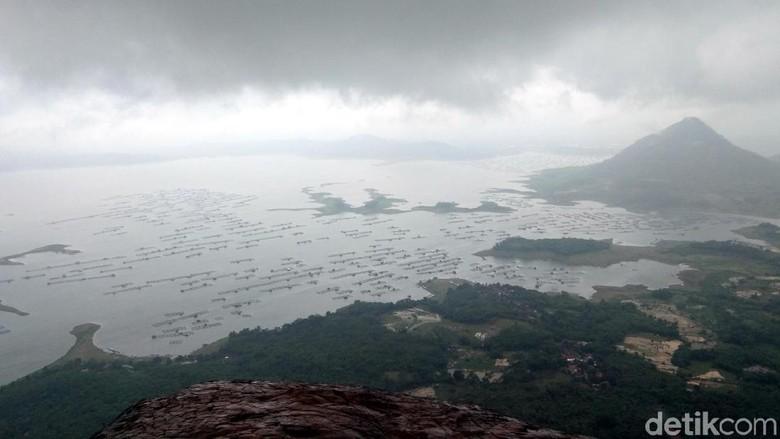 Pemandangan Waduk Jatiluhur dari puncak Gunung Lembu (Idris/detikTravel)