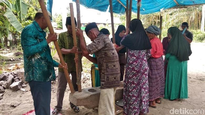 Tradisi Mappadendang di Polewali Mandar (Abdy/detikTravel)