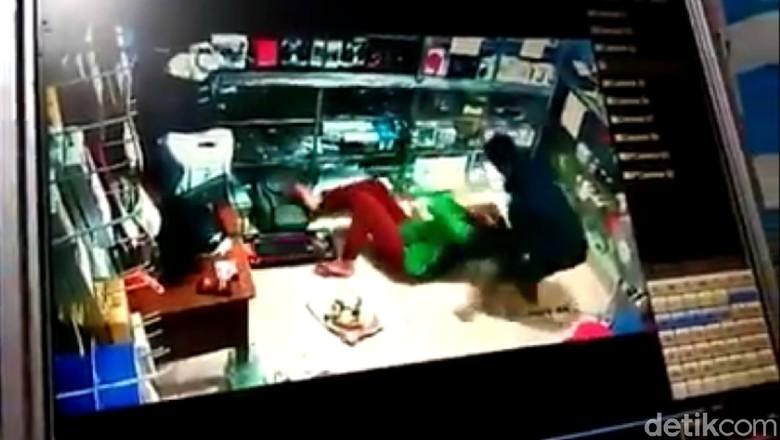 Viral Video Pria Hajar Kekasih, Tega Menganiaya karena Cemburu