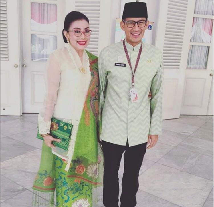 Sandiaga Uno adalah anak bungsu dari pasangan Razif Halik Uno dan Rachmini Mien Rachman Uno. Dari beberapa unggahan foto Mien, Sandi selalu ada di dekatnya. (Foto: Instagram @mienuno.official)
